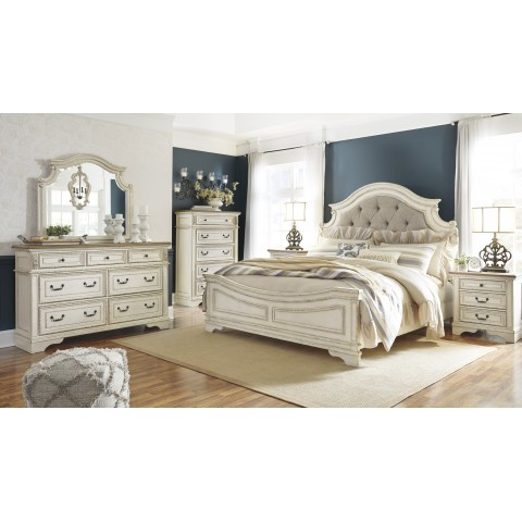 Realyn - King Size Panel Bed